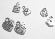 PENDANTS/CHARMS
